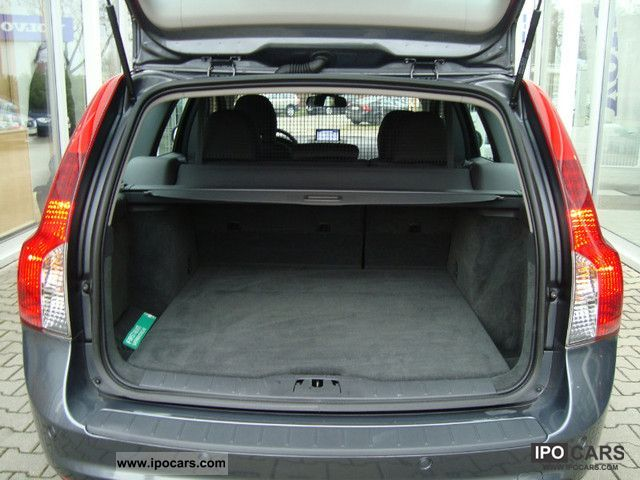 2011 Volvo V50 D4 momentum DPF Xenon Bluetooth USB AUX - Car Photo and Specs