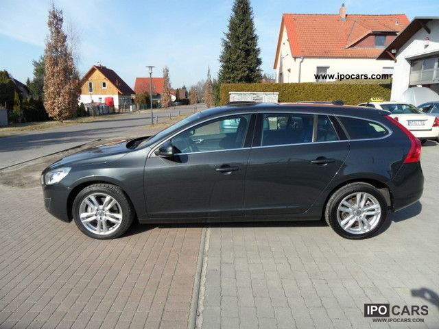 2010 volvo v60 d5 geartronic summum car photo and specs. Black Bedroom Furniture Sets. Home Design Ideas