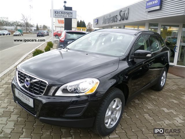 2012 Volvo  XC60 D5 AWD Aut. Momentum Winter-/Business-Paket Off-road Vehicle/Pickup Truck Pre-Registration photo