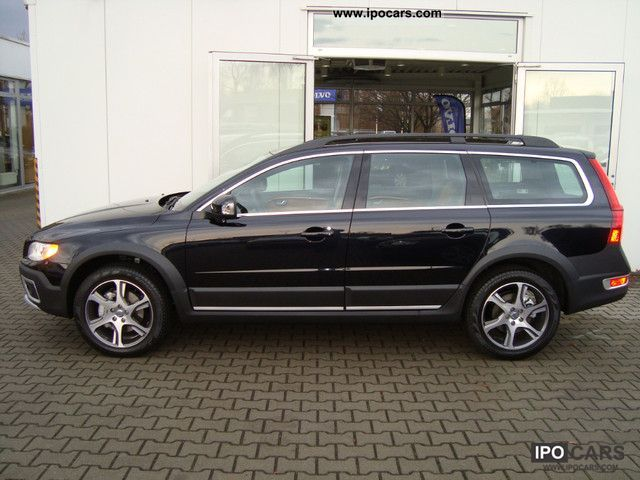 2012 Volvo XC70 D5 AWD Geartronic Summum Navi Xenon Leather - Car Photo and Specs