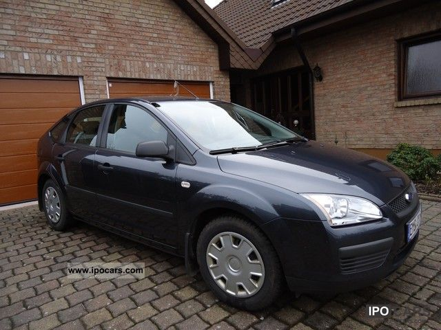 2006 Ford  Focus 1.6 16V Fun Limousine Used vehicle photo
