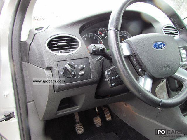 ford focus  ghia leather car photo  specs