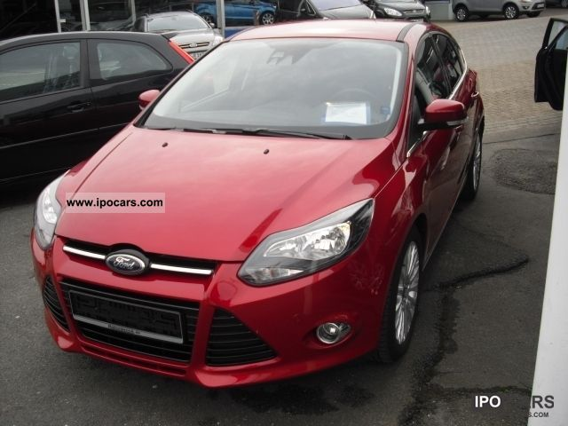 2011 Ford  Focus Titanium 5-door. Small Car Used vehicle photo