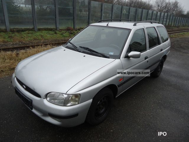 Used Ford Focus Ghia Estate Cars for