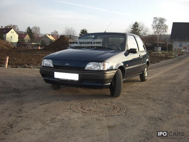 1995 Ford  Fiesta Small Car Used vehicle photo