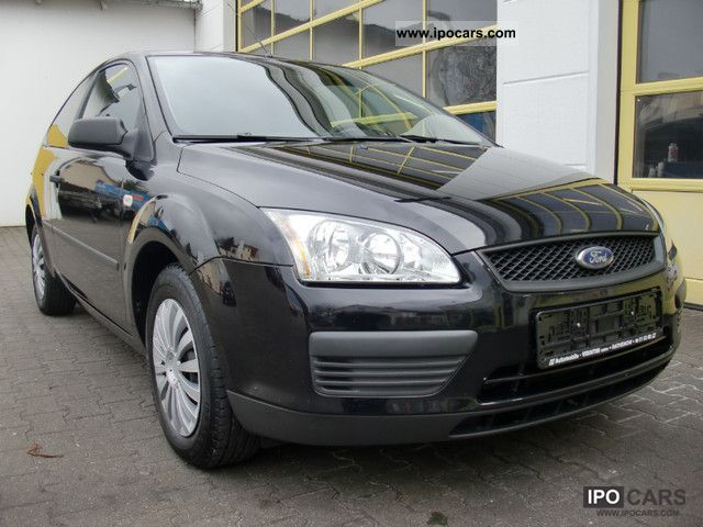 2005 Ford  Focus 1.4 16V trend Limousine Used vehicle photo