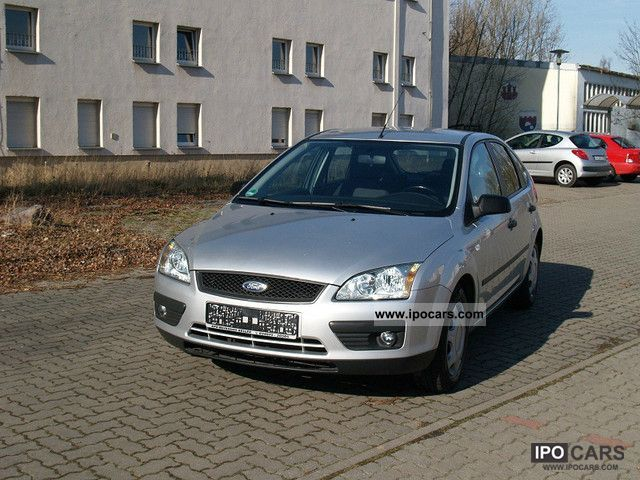 2005 Ford  Focus 1.6 16V Ambiente Limousine Used vehicle photo