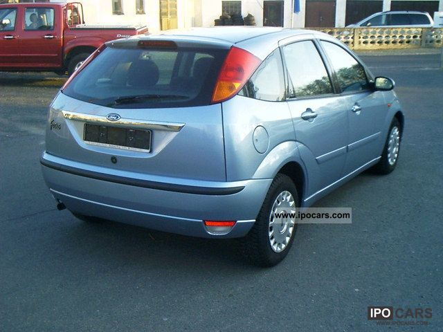 2004 ford focus ghia car photo and specs. Black Bedroom Furniture Sets. Home Design Ideas