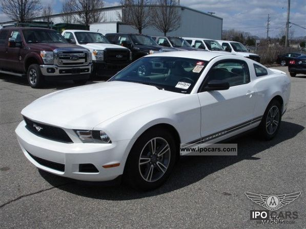 2011 Ford  3.7L V6 Mustang Premium EU warranty incl in 2011 Sports car/Coupe Used vehicle photo