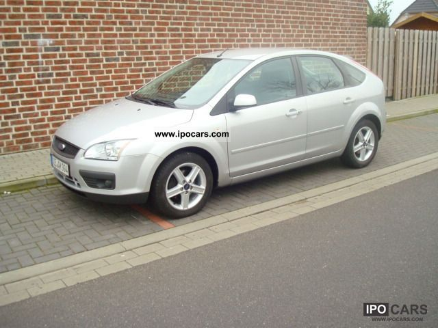 2006 Ford  Focus 1.6 16V Connection Limousine Used vehicle photo
