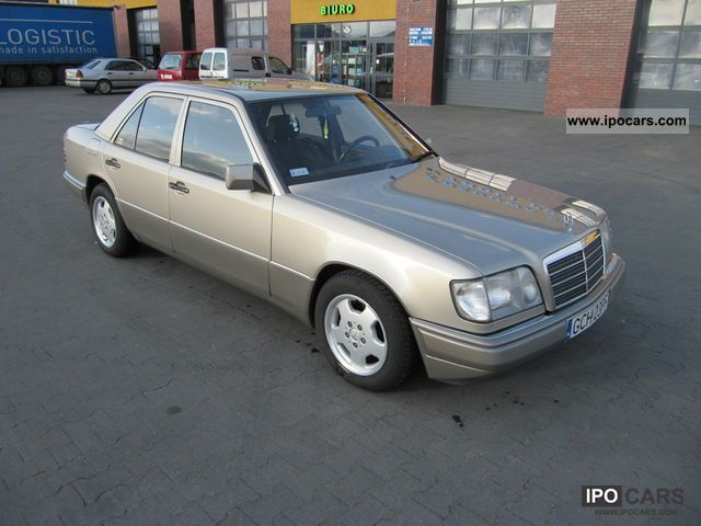 1995 mercedes benz e 220 car photo and specs. Black Bedroom Furniture Sets. Home Design Ideas