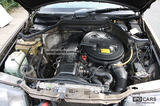 Mercedes Benz W124 260e Engine