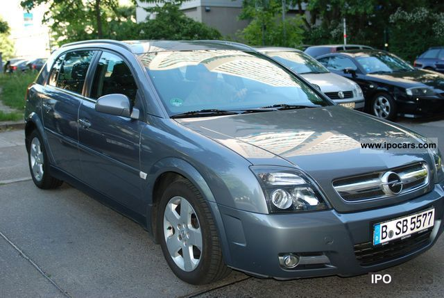 2005 Opel  Signum 2.2 DTI Estate Car Used vehicle photo