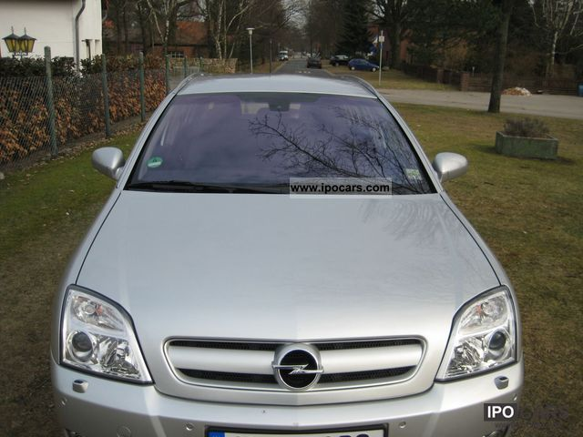 2004 Opel  Signum 2.2 Estate Car Used vehicle photo