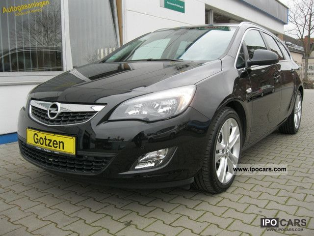 ... Opel Astra 1.7 CDTI J Sports Tourer Sports 18 \ 2011 Demonstration  Vehicle Photo