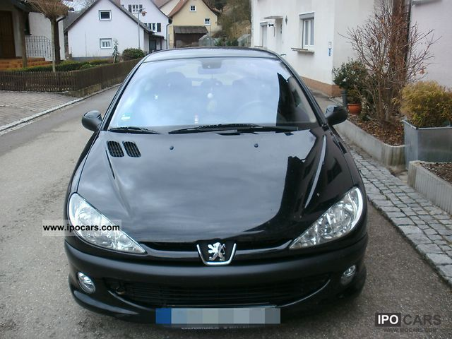 2002 Peugeot  206 75 XS Small Car Used vehicle photo