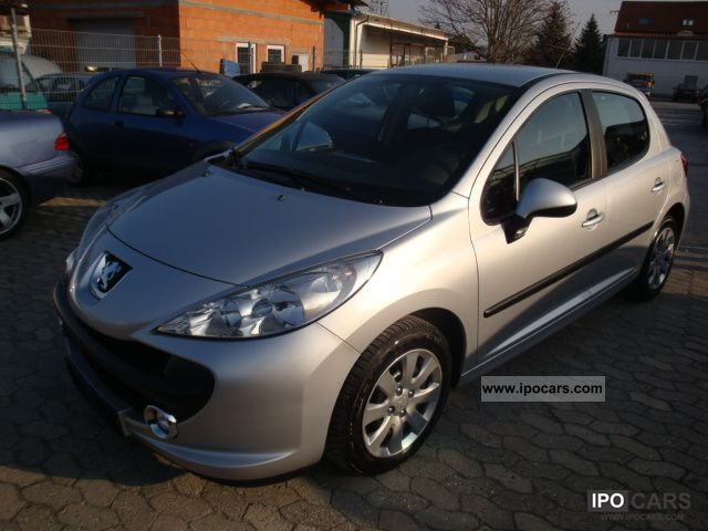 2009 Peugeot  207 90 HDi FAP (Blue Lion) / Air / net € 5,900 Small Car Used vehicle photo