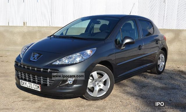 2011 peugeot 207 essence 1 6 vti 120 allure gps toit car photo and specs. Black Bedroom Furniture Sets. Home Design Ideas