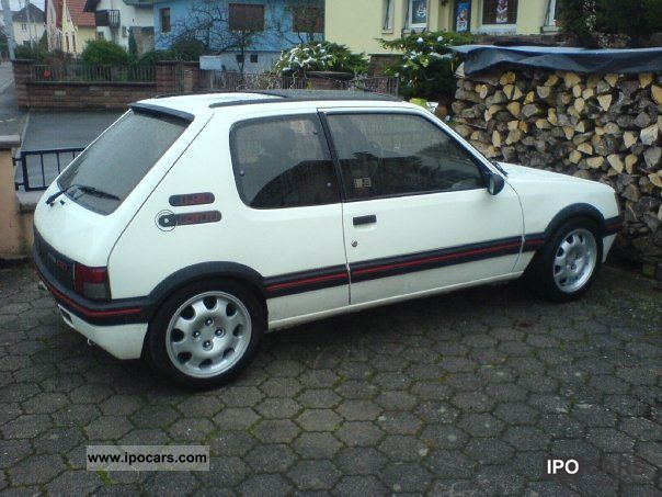 1992 Peugeot  205 GTI Mi16 Limousine Used vehicle photo