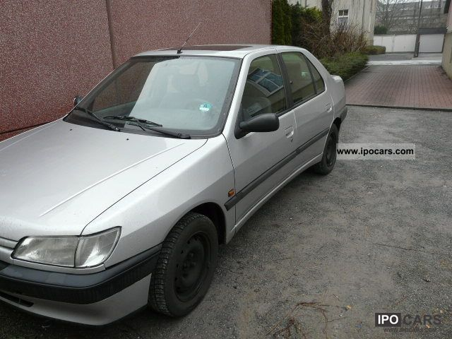 1994 Peugeot  306 ST Limousine Used vehicle photo