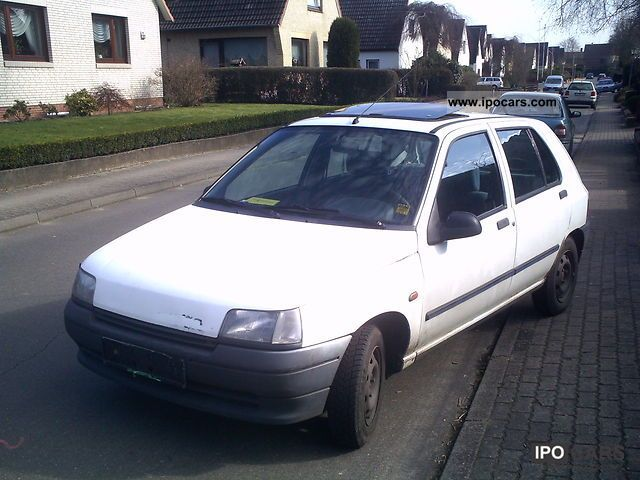 1992 Renault  Clio Small Car Used vehicle photo