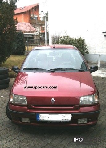 1995 Renault  Clio 1.4 RT Small Car Used vehicle photo