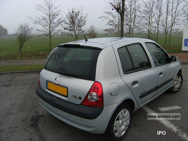 2004 renault clio ii extr me car photo and specs. Black Bedroom Furniture Sets. Home Design Ideas