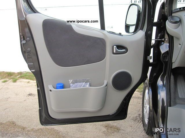 2012 Renault Trafic 2 0 Dci 115 Passenger Black Edition