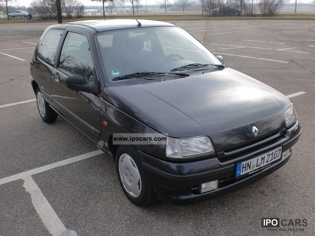 1996 Renault  Clio Small Car Used vehicle photo