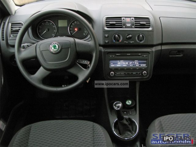 2011 skoda fabia 1.4 16v ambiente seats (air) - car photo and specs