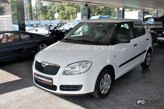 2010 Skoda  Fabia 1.2 HTP Air conditioning / Central Small Car Used vehicle photo