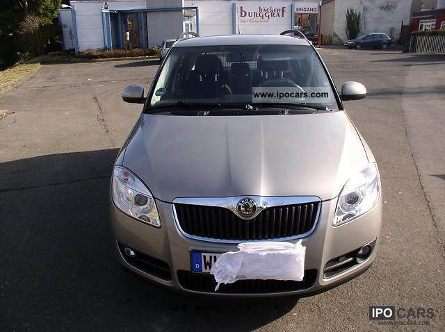 2008 Skoda  Fabia Combi 1.4 16V Elegance Estate Car Used vehicle photo