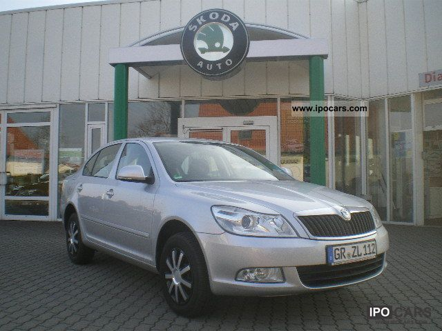 2012 Skoda  Octavia 1.6 TDI DSG Family climate SHZ PDC DPF .. Limousine Employee's Car photo