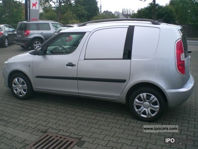 2010 Skoda  1.6 TDI practice climate, heated seats, trailer hitch Van / Minibus Used vehicle photo