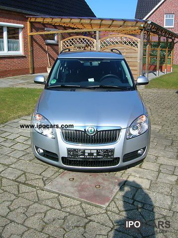 2010 Skoda  Fabia Combi 1.4 TDI PD Elegance Estate Car Used vehicle photo