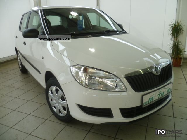 2011 Skoda  Fabia II COOL EDITION 1.2 air-conditioning, Zentralver Limousine New vehicle photo