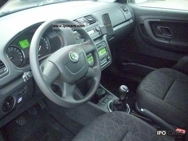 2011 Skoda  1.6l 77kW TDI Fabia Combi Family Estate Car Employee's Car photo