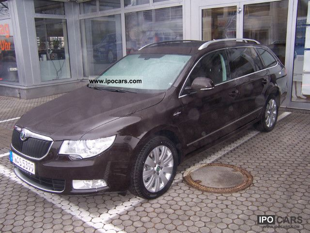 2012 Skoda  Superb Estate 3.6 V6 4x4 DSG Laurin & Klemet Estate Car Demonstration Vehicle photo