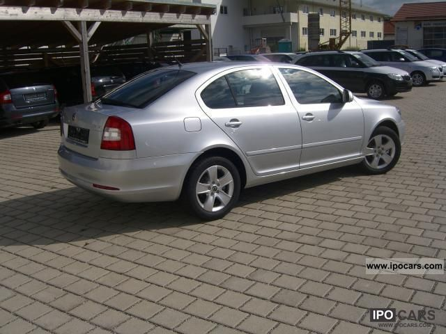 2011 skoda octavia 2 0 tdi cr dpf ambition car photo and specs. Black Bedroom Furniture Sets. Home Design Ideas