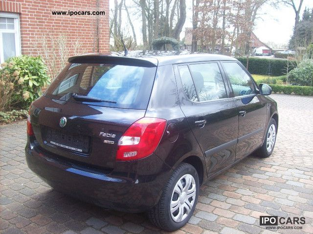 2011 skoda fabia 1 4 16v ambiente car photo and specs. Black Bedroom Furniture Sets. Home Design Ideas