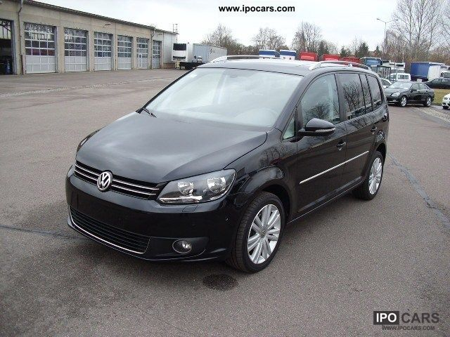 2011 Volkswagen  Touran 2.0 TDI DPF Highline panoramic roof Van / Minibus Used vehicle photo