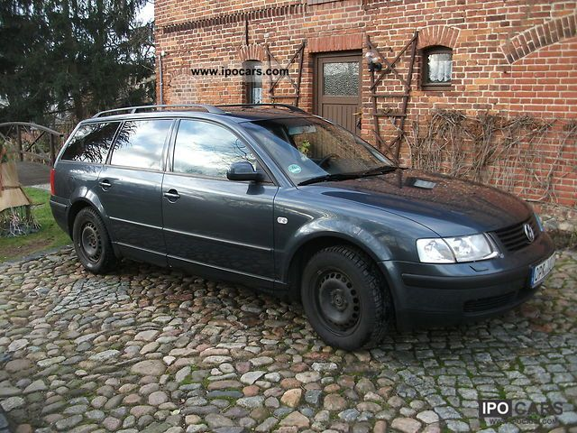 2000 Volkswagen  Passat Variant 1.8 5V Turbo Edition Estate Car Used vehicle photo