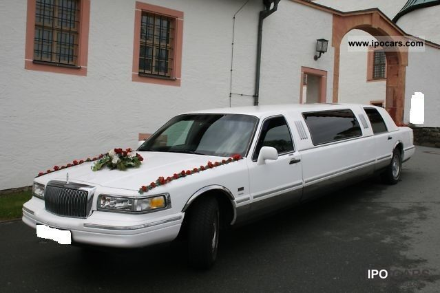 1995 Lincoln  Town Car Limousine Used vehicle photo