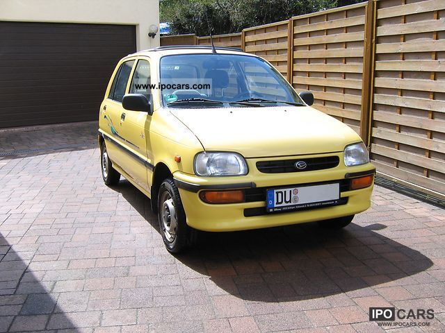 1998 Daihatsu  L 5 Small Car Used vehicle photo