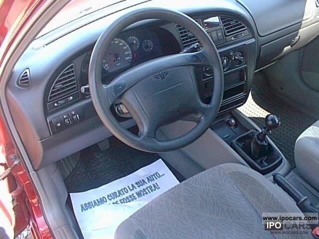 2000 daewoo nubira 1 6 16v se sw car photo and specs. Black Bedroom Furniture Sets. Home Design Ideas
