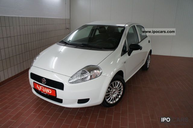 2011 Fiat  1.2i 8V Punto 5-door start stop climate EU5 Small Car New vehicle photo