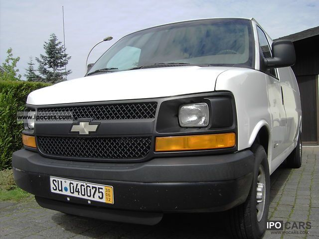 2003 Chevrolet  Express Van / Minibus Used vehicle photo