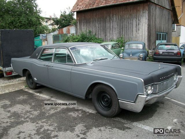 Lincoln  Continental 4 door sedan V8 1968 Vintage, Classic and Old Cars photo