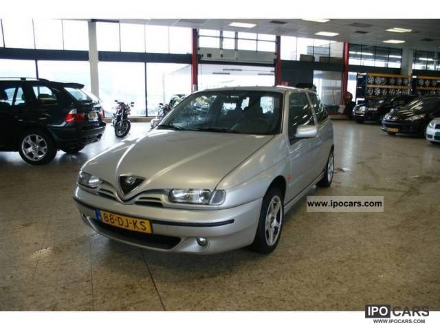 1999 Alfa Romeo  145 1.6 Twin Spark 16V Limousine Used vehicle photo