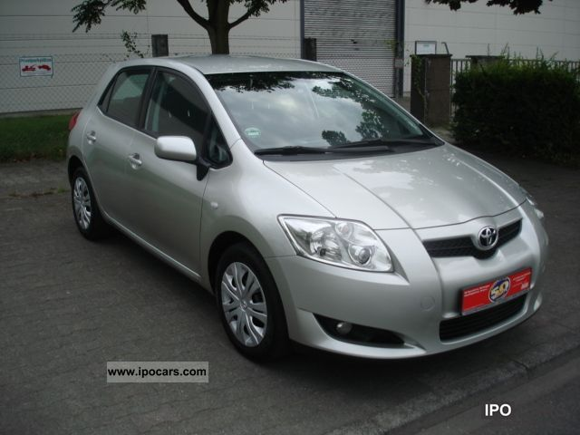 2007 Toyota  Hand Auris 1.4 VVT-i Off 1 Limousine Used vehicle photo